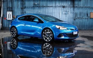 holden-astra-2015-car-wallpaper-768x480